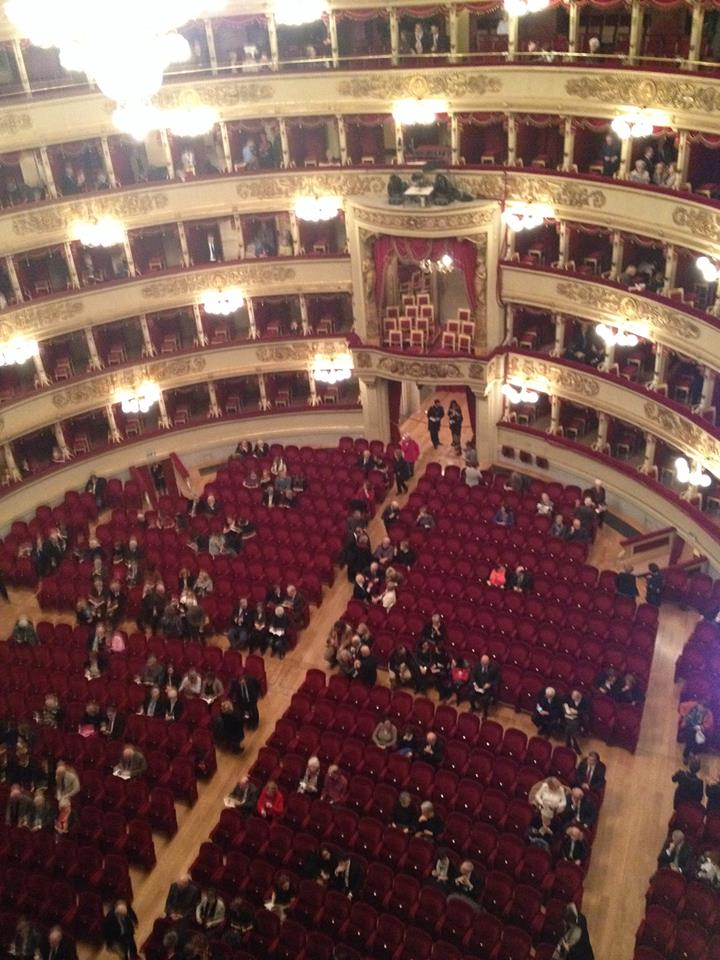 Semi-panoramic view of La Scala interior. Photo by Ana Ribeiro.