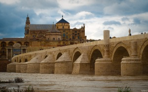 """Puente romano y mezquita"" by shaorang - Flickr: Puente romano y mezquita. Licensed under CC BY-SA 2.0 via Wikimedia Commons - http://commons.wikimedia.org/"