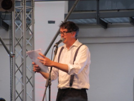 Volker Strübing, slam champion, at LivelyriX poetry slam at Leipzig's Panometer, July 15, 2015. Photo by A. Ribeiro.