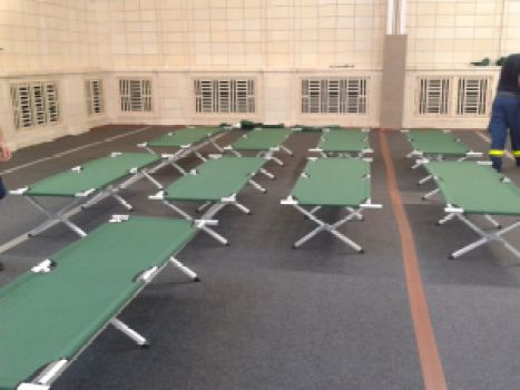refugee cots in Ernst-Grube-Halle photo: Stura Uni Leipzig